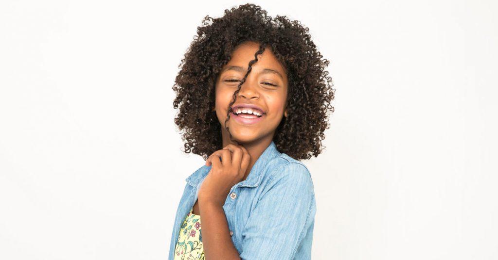 Cacheadinhas e crespinhas felizes com seu lindo cabelo