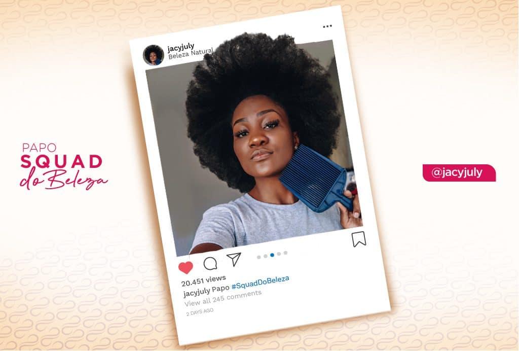 A blogueira Jacy July mostra seu cabelo crespo poderoso.