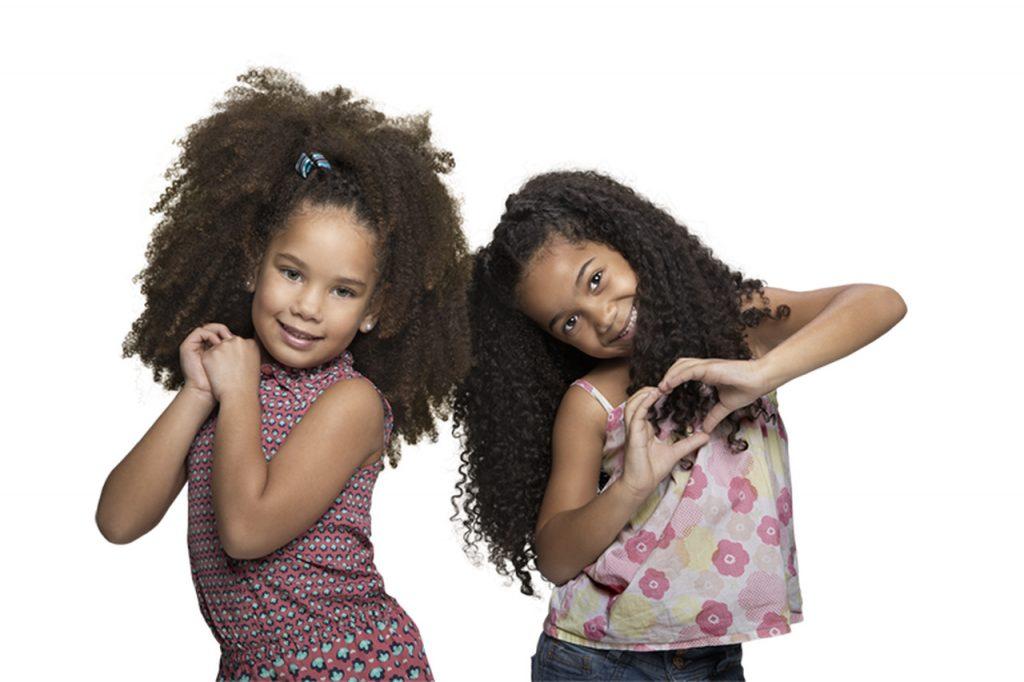 Penteados infantis: modelos mirins sorrindo.